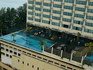 Malaysia gato for Gurney hotel penang swimming pool